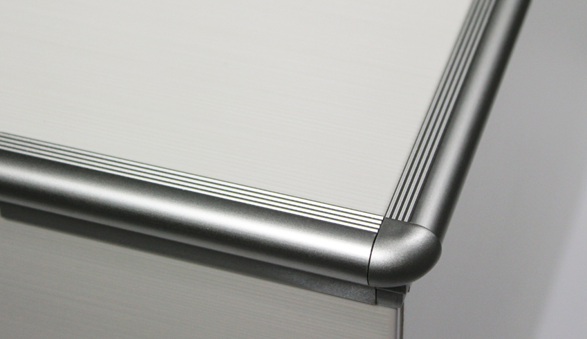 Curved aluminium outside step cap, built-in